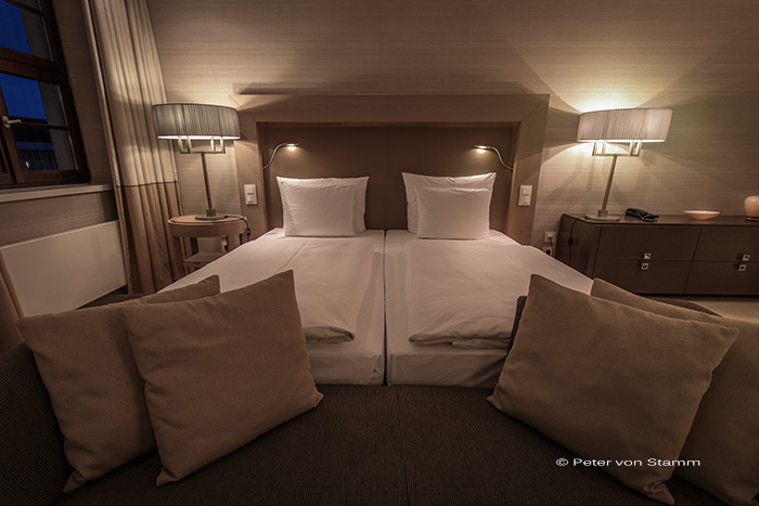 das qf hotel in dresden the difference is an italian. Black Bedroom Furniture Sets. Home Design Ideas