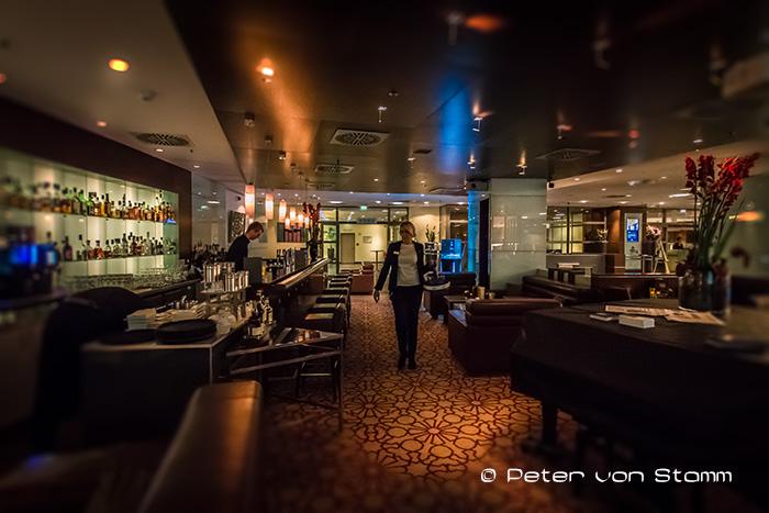 Die Bar im Hilton Cologne