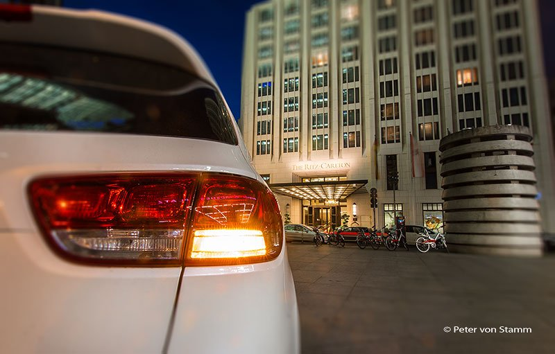 Der Kia Sorento vor dem Ritz-Carlton in Berlin