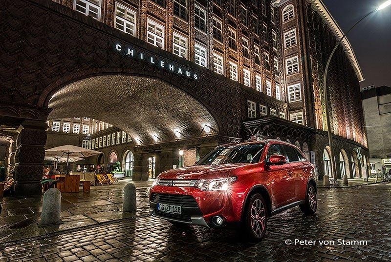 Mitsubishi Outlander vor dem Chilehaus
