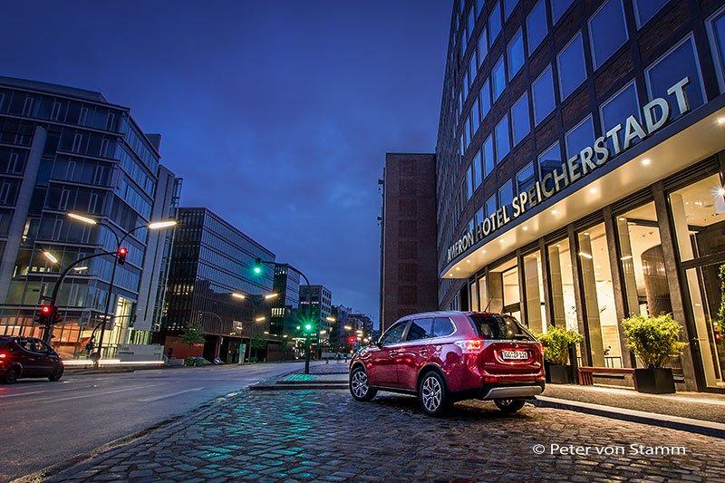 Mitsubishi vor Hotel Speicherstadt