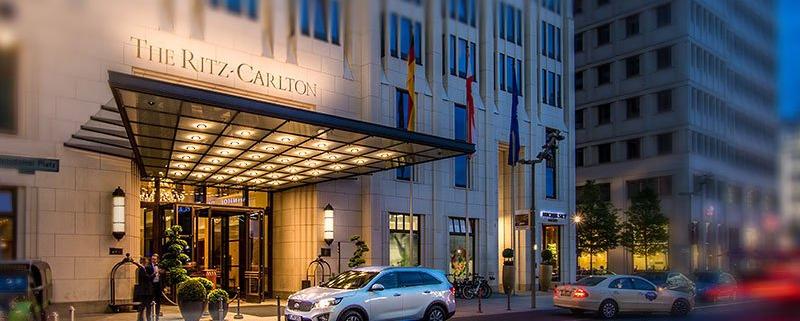 Kia Sorento vor dem Ritz Carlton Berlin