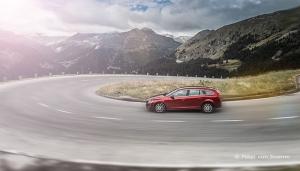 Volvo V60 in den Alpen
