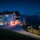 Lech Hotel Goldener Berg abends