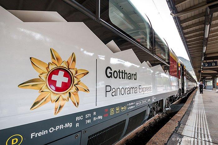 Gotthard Panorama Express -