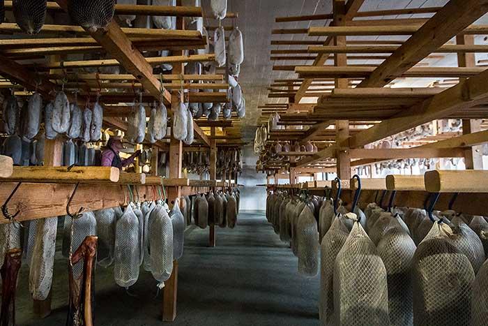 Bündnerfleisch Herstellung: in Parpan