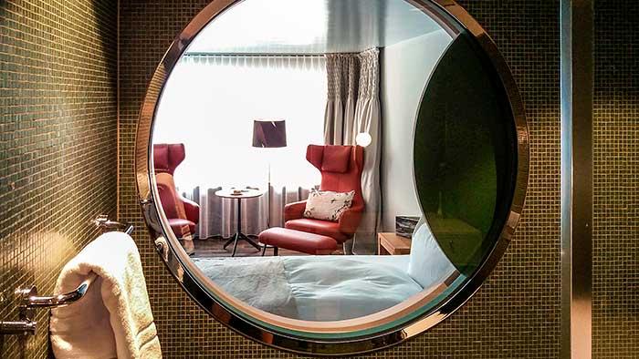 Textilland - Blick ins Zimmer des Hotel Hof Weissbad