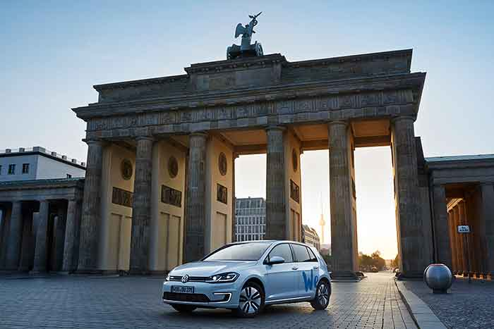 "VW Volkswagen e carsharing ""We Share"""