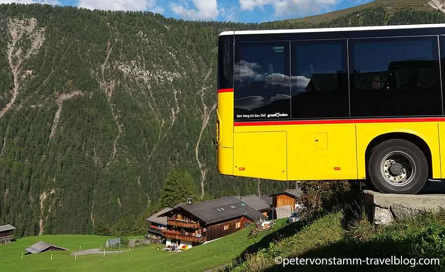 Mit dem Bus nach Monstein - Parkieren am Abgrund
