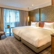 Curio Collection by Hilton Lincoln Plaza Lomdon Hotel