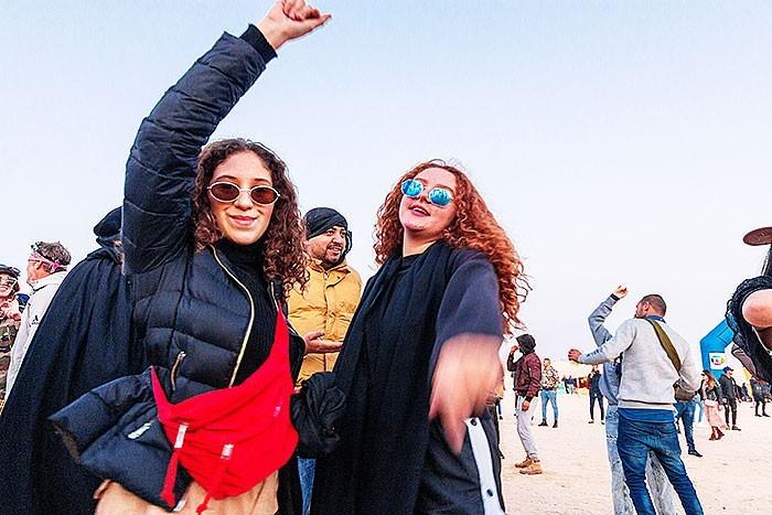 Frauen beim Les dunes Electroniques Festival