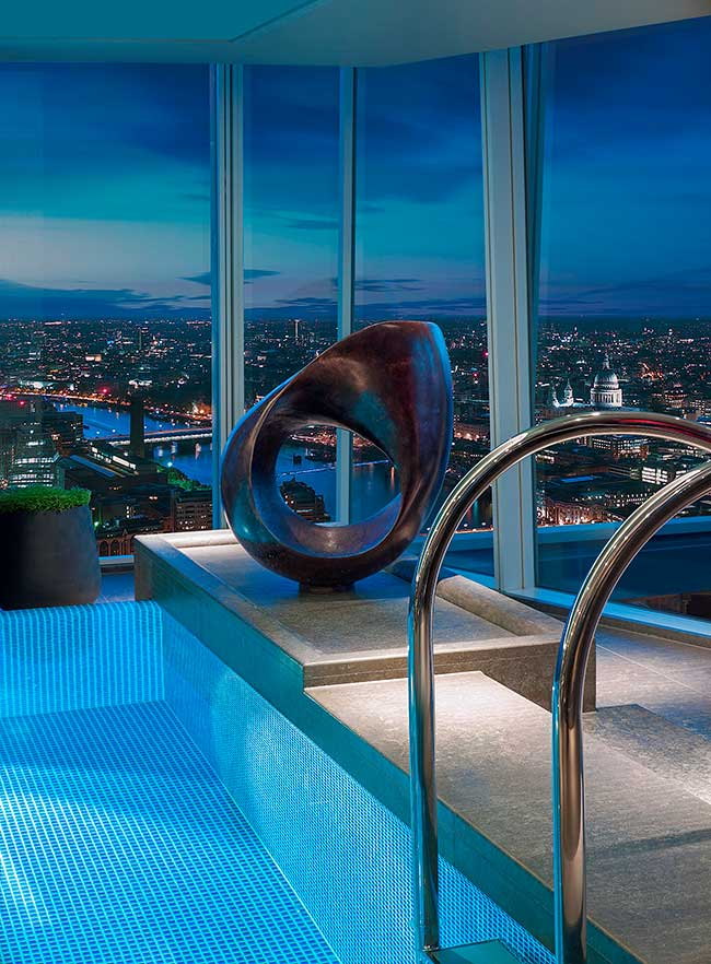 Der Sky Pool im Shangri-La at The Shard London Hotel