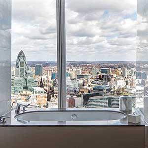 Hotel Badewanne mit Aussicht - im Shangri-La at the Shard Hotel in London