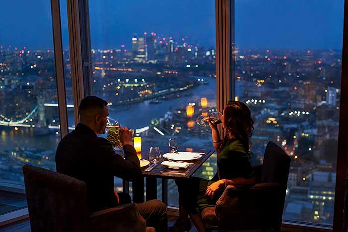 Bar mit Blick auf London