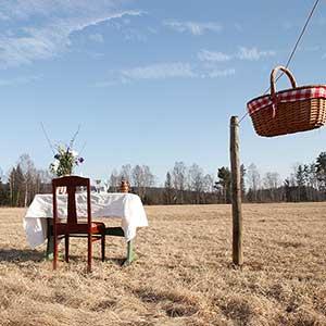 Tisch für einen – Corona-sicheres Outdoor-Restaurant in Värmland, Schweden
