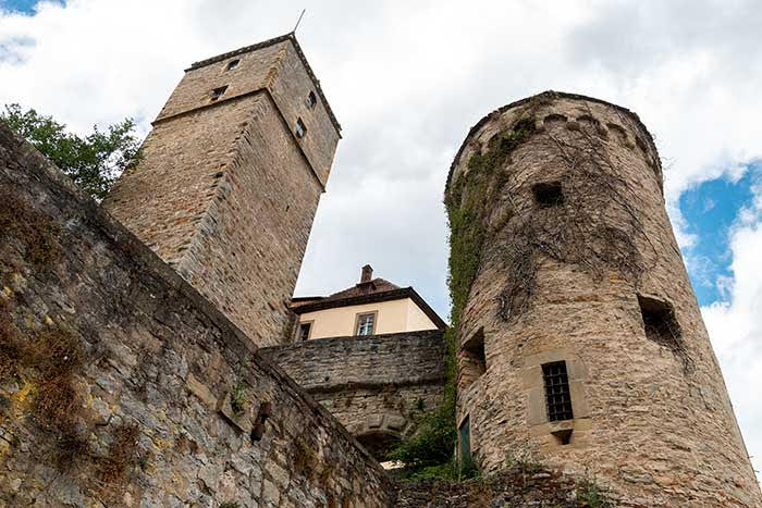 Burg Guttenberg an der Burgenstrasse